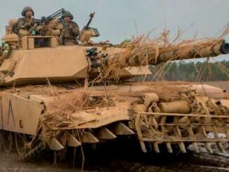 Carro de combate M1 Abrams con implemento antiminas