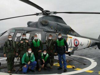 Helicóptero AS 365N configurados como SAR a bordo de la fragata La Fayette