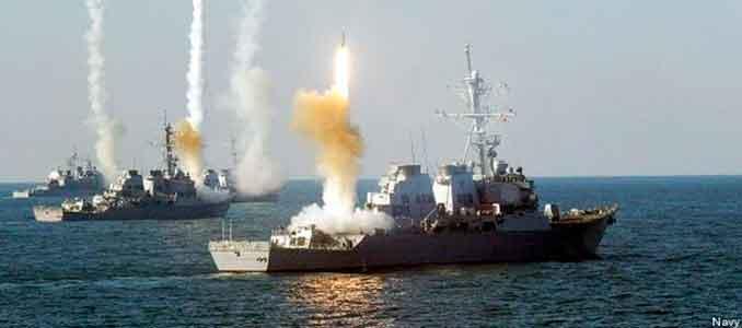 Barcos Aegis de la Navy haciendo fuego