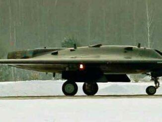 Sukhoi S-70 Okhotnik-B (Foto de TerHussein)