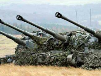 Una batería de AS-90 en posición de fuego durante el Ejercicio Steel Sabre (Imagen MOD/Crown)